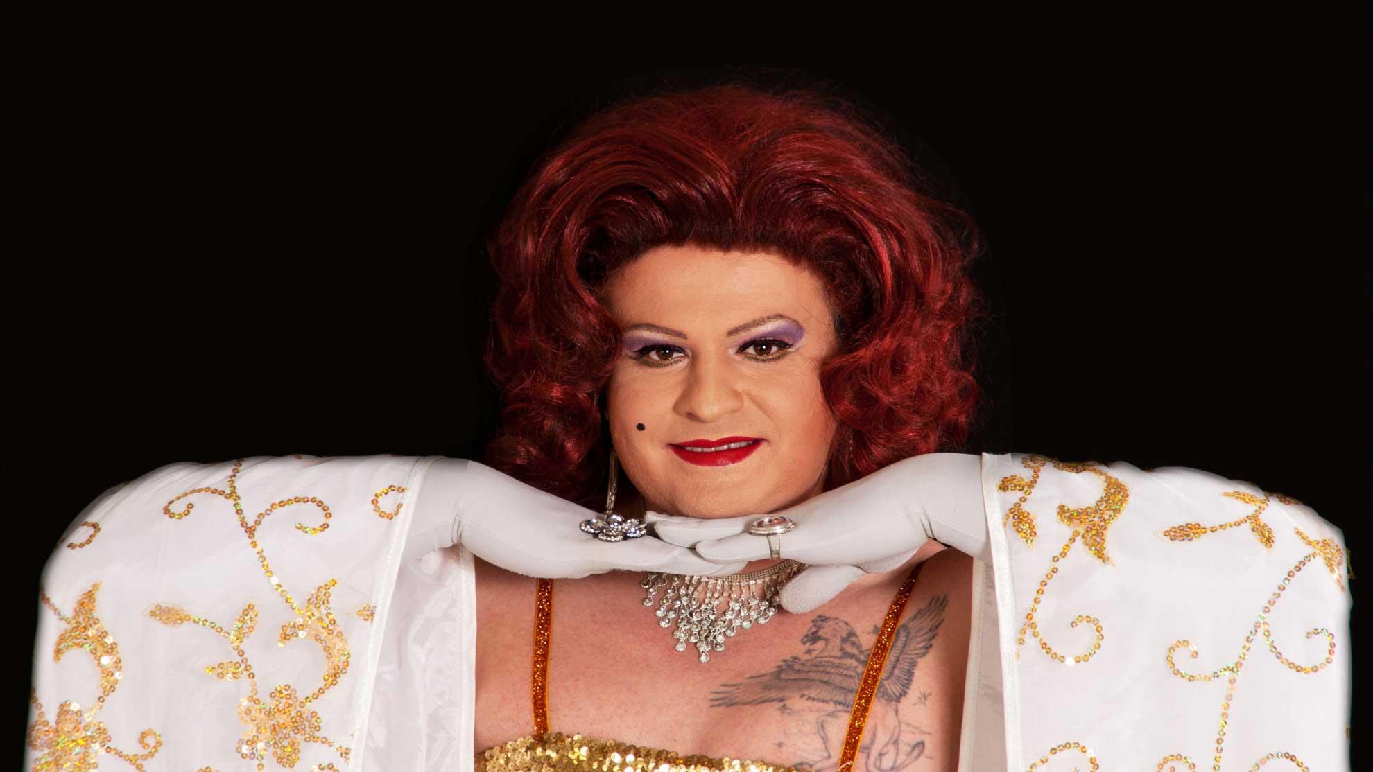 Miss Gloria Vain in weiß gold