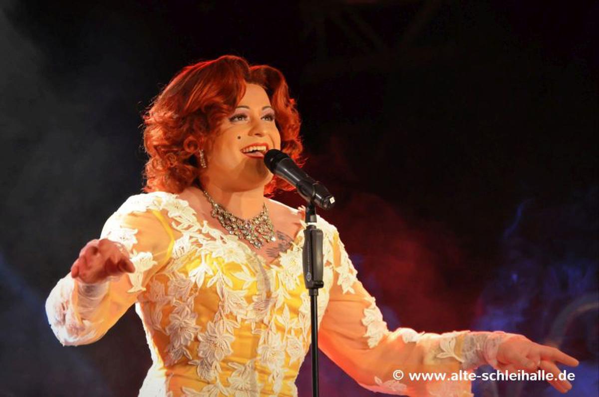 Miss Gloria Vain live