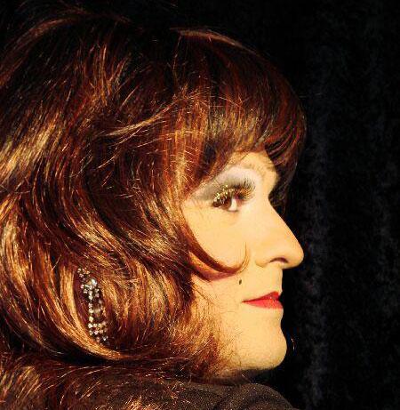 Miss Gloria Vain Travestiekünstler